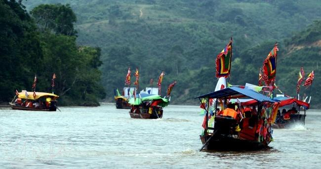 Boat trip on the Chay River
