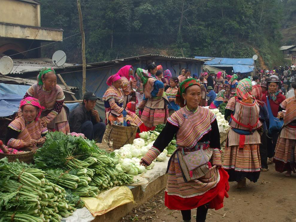 Muong Khuong Market Sapa Travel Guide